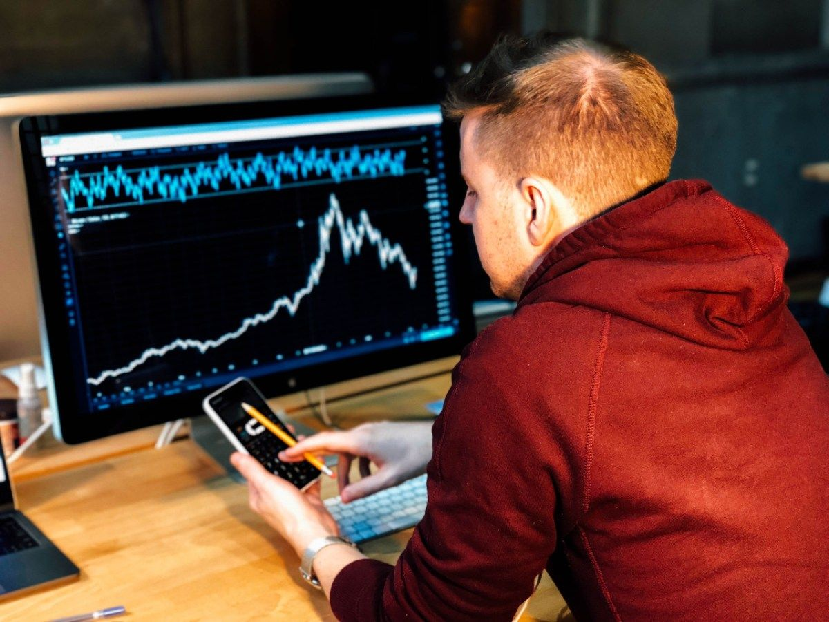 Day Trading vs. Swing Trading – Which is the Best Bitcoin Trading Strategy?